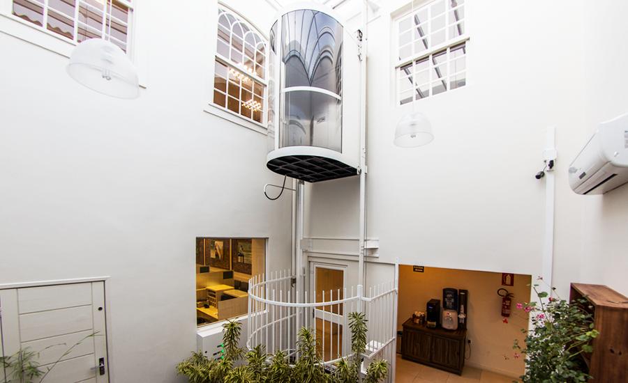 Como um elevador panorâmico pode valorizar a minha empresa?
