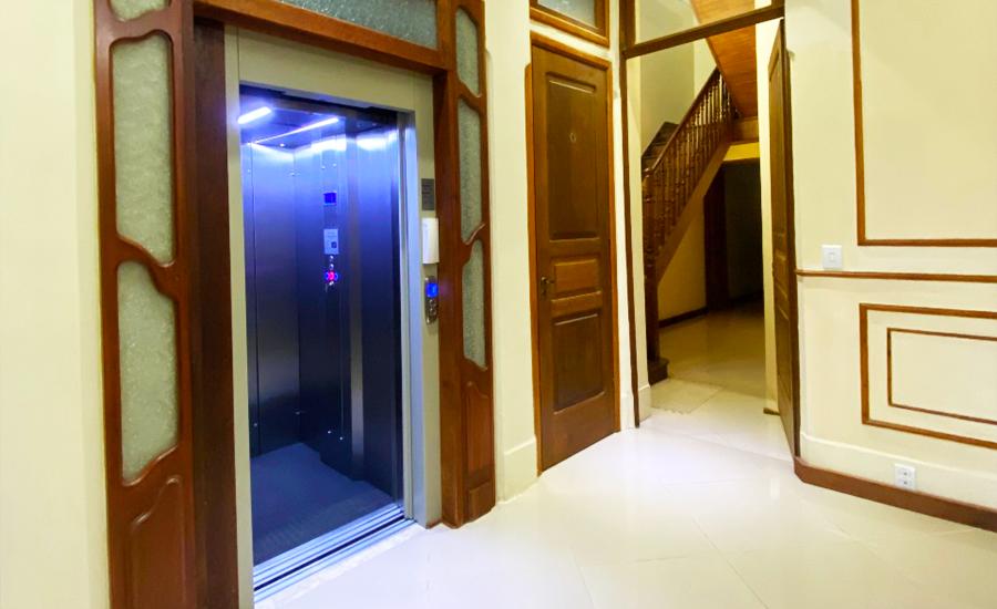 Quais são as vantagens de ter um elevador em casa?